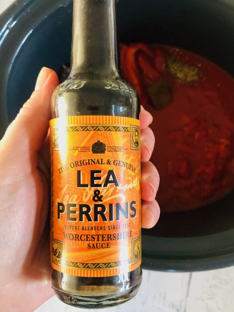 adding Worcestershire sauce to slow cooker spaghetti bolognese