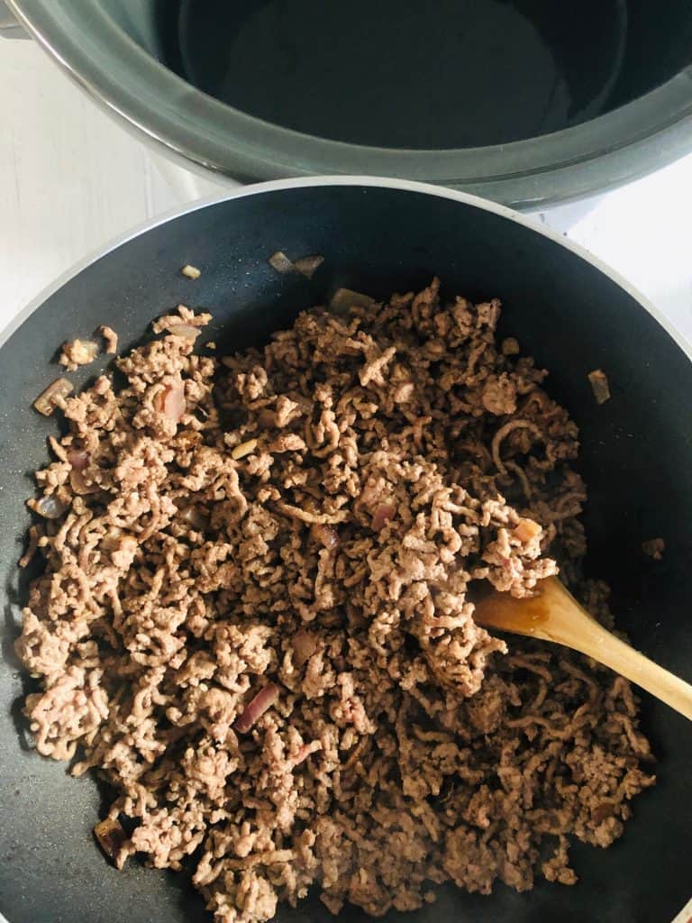 browning mince for spaghetti bolognese in slow cooker