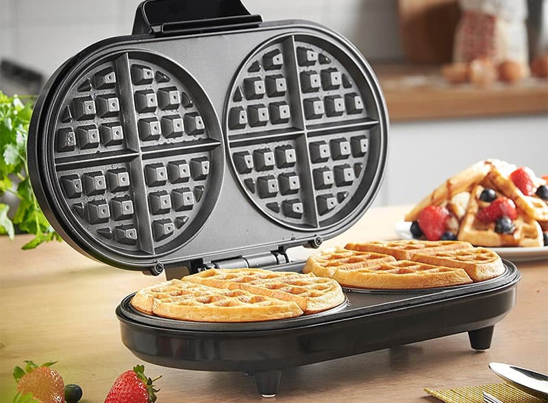 buying guide best waffle makers for thin or thick waffles. Black Bedroom Furniture Sets. Home Design Ideas