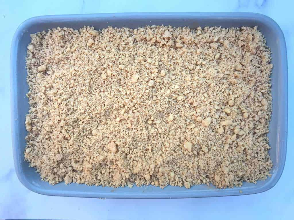 apple crumble in ceramic dish