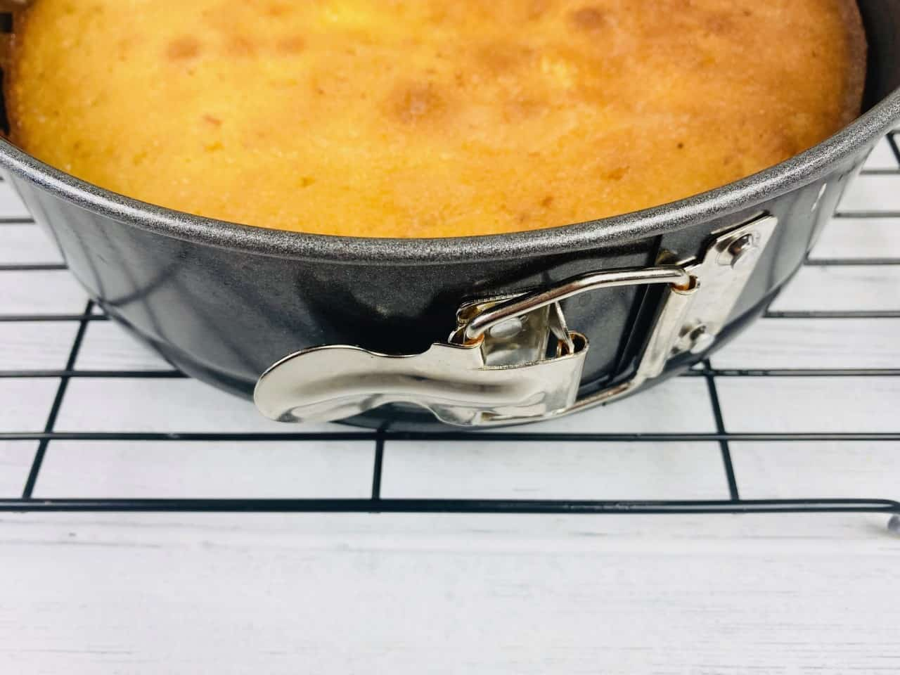 springform cake tin for lemon drizzle cake