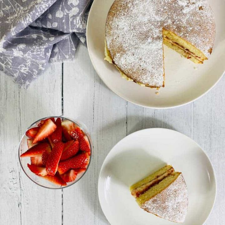 Victoria Sponge Cake with strawberries