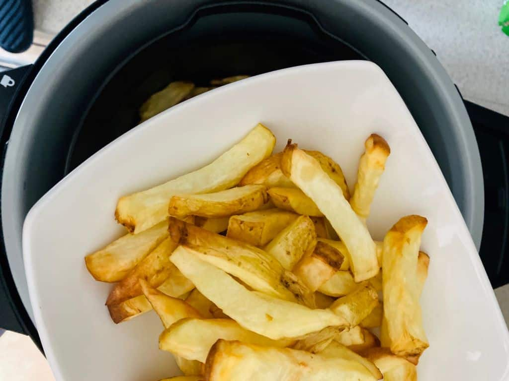 cooked air fryer chips in bowl